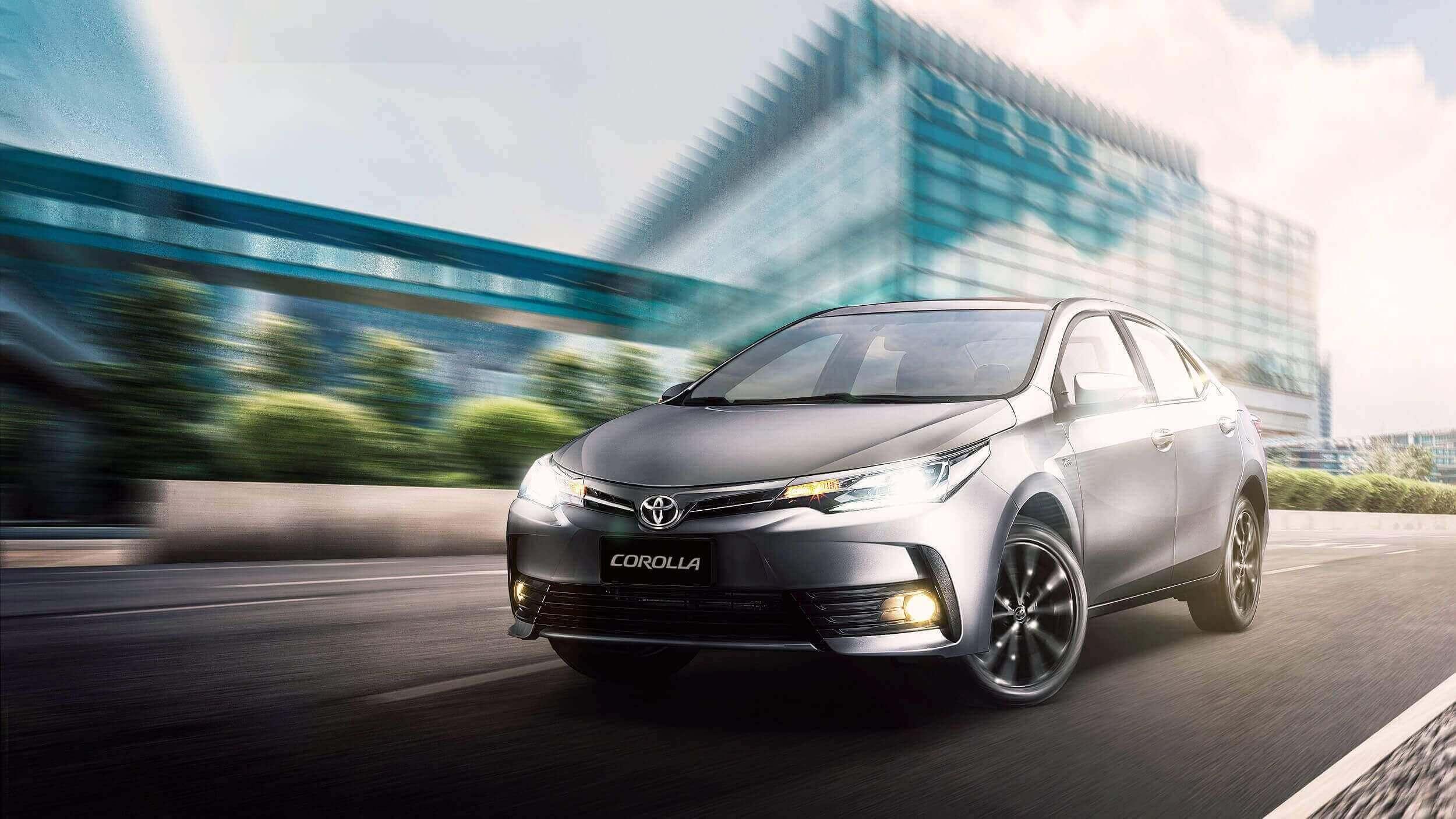 Automóvil Toyota Corolla en una vía