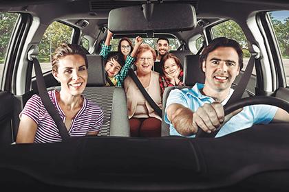 Familia en una Toyota