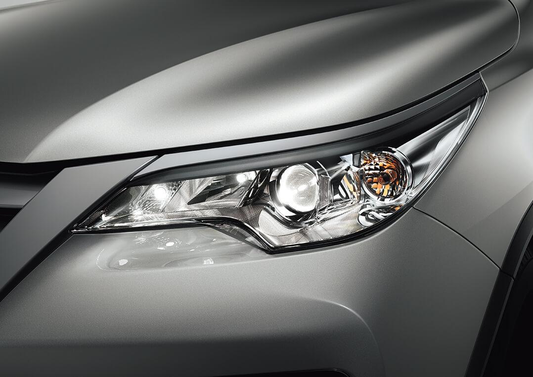 Faros y luces de la Toyota Fortuner