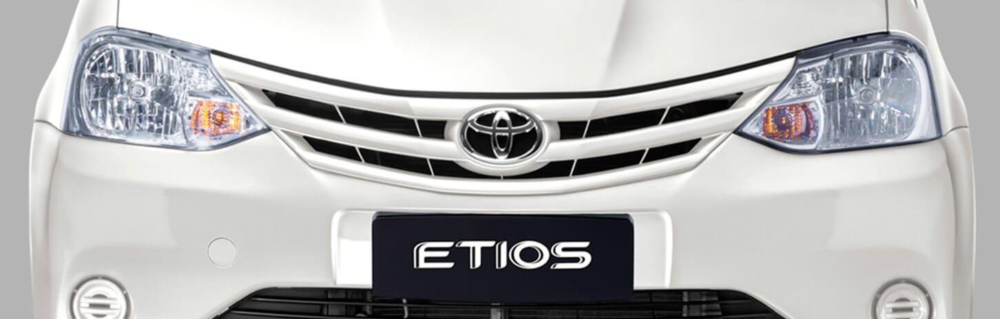 Frontal nuevo automóvil Etios