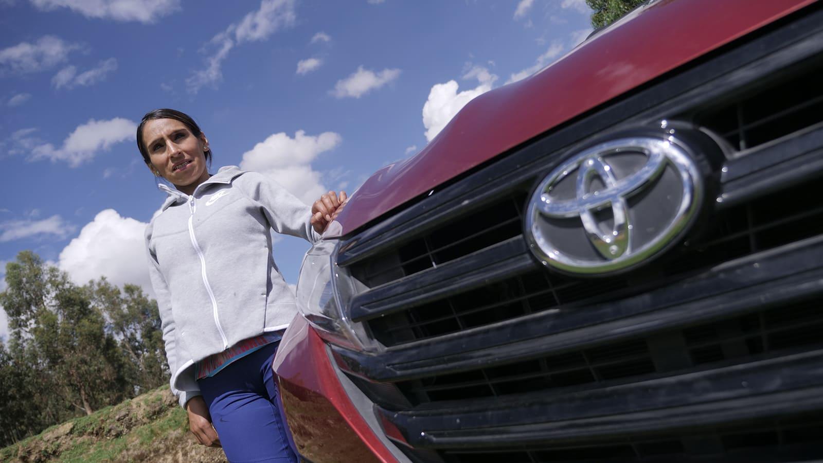 Gladys Tejeda estrena su camioneta Toyota Rush 2021