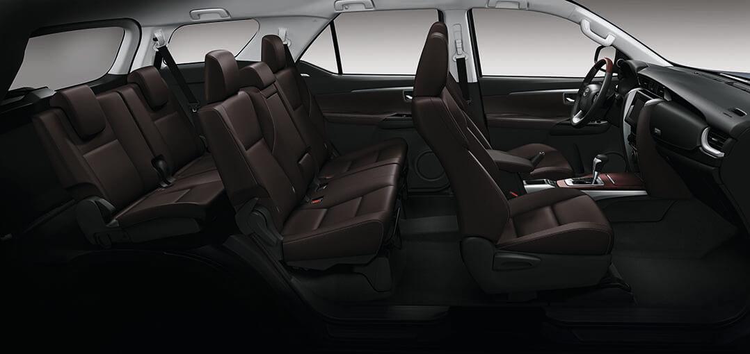 Interior de lujo de las camionetas Toyota Fortuner
