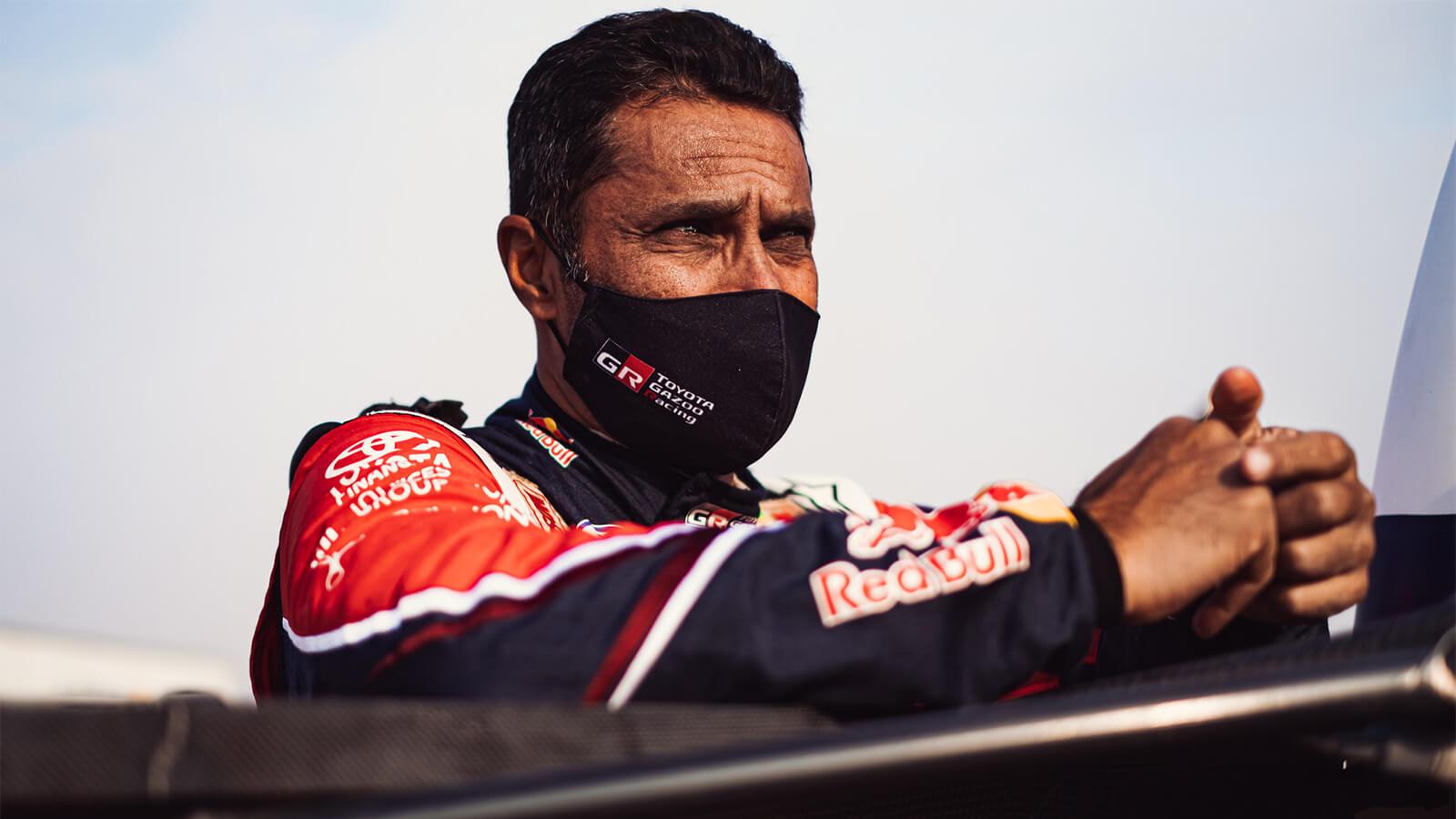 Nasser Al Attiyah en competencia todoterreno Dakar 2021.