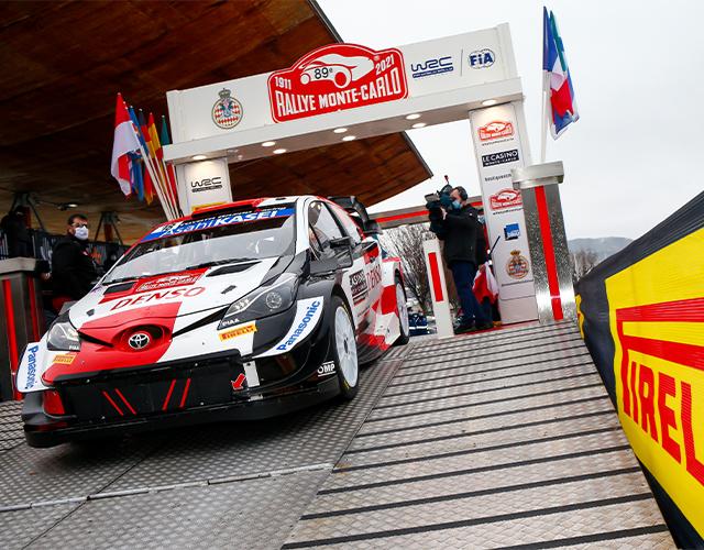 El nuevo auto Toyota Yaris Gazoo Racing lidera el Rally Montecarlo 2021.