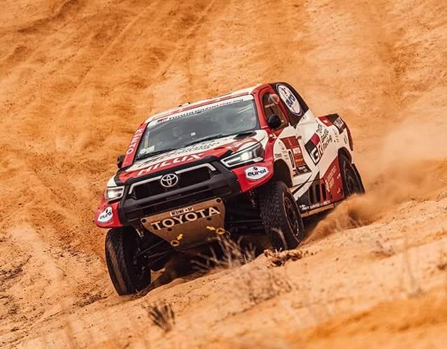 Toyota Hilux todo terreno en octava etapa del Rally Dakar 2021