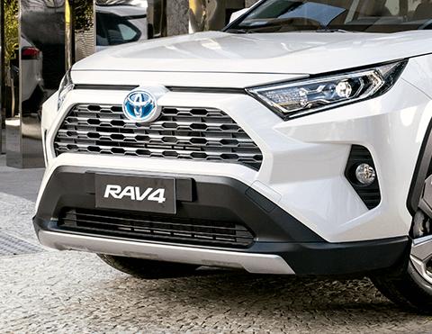 Vista frontal camioneta Rav4 Toyota