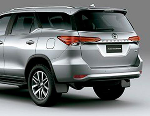 Vista posterior de la SUV Toyota Fortuner